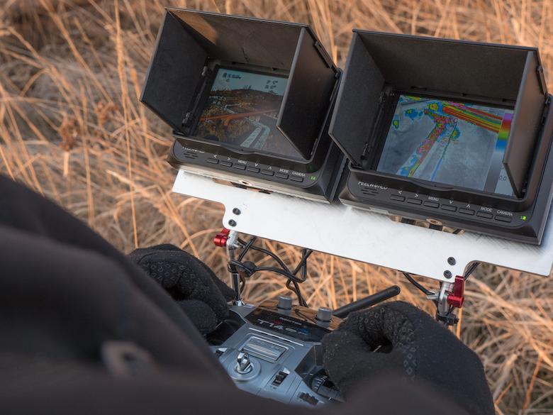 Systém je možné pohodlně a plně ovládat za použití standardního RC ovladače pro drony